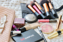 """6 styles for packing bags With the makeup"" items in each type"